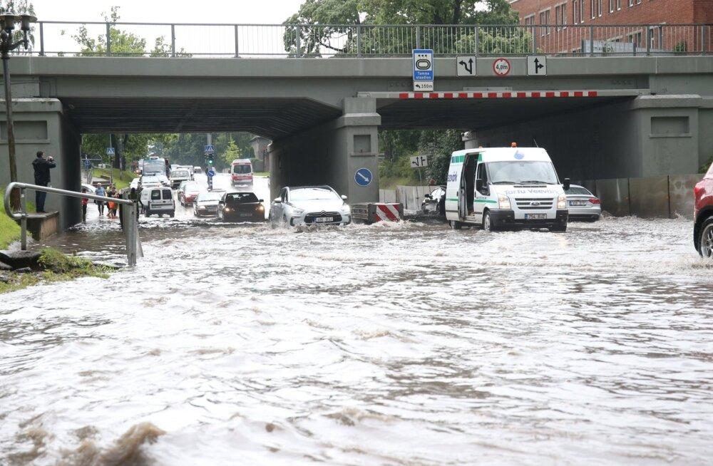 Tartlased peavad uputused ära kannatama, Riia tänava viadukti alust torustikku vahetama ei hakata
