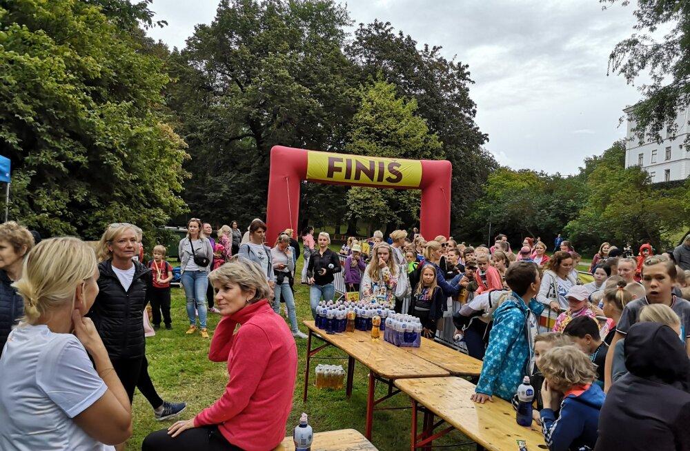 FOTOD   Ootamatult suur huvi jättis osa lapsi Tallinna Maratoni lastejooksul ilma kingituseta