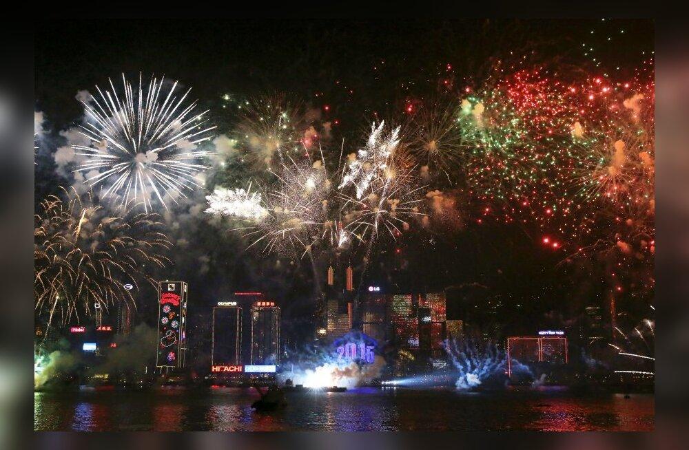 Aastavahetus suurlinnades: aknast lendab mööblit, langeb kristallkuul, hõljuvad õhupallid