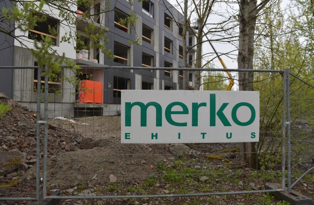 Tallinnas Lasnamäel hukkus ehitusobjektil kella 10 paiku 55-aastane mees, kes kaotas tasakaalu ja kukkus 12 meetri kõrguselt alla.
