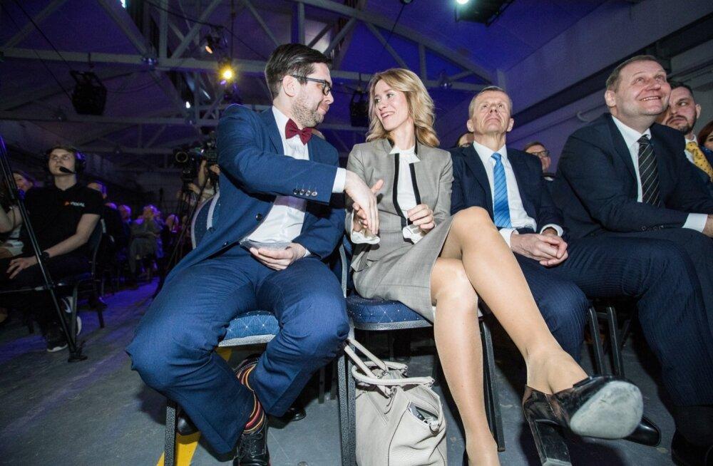 Esimesena õnnitles Kaja Kallast Reformierakonna esimeheks valimise puhul sel hetkel alles tulevane peasekretär Kert Valdaru.