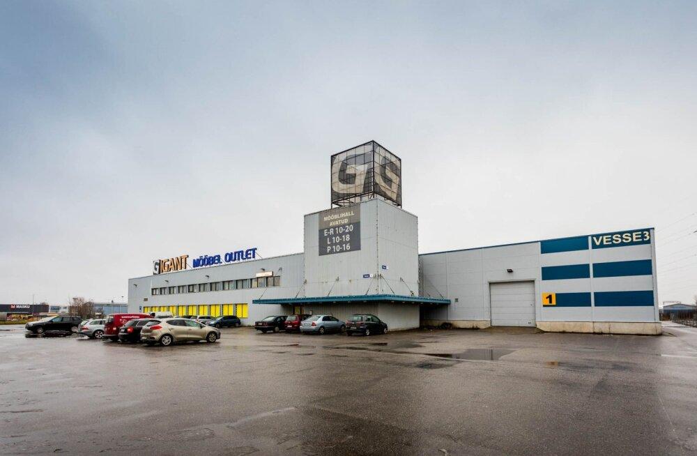 Colonna ostis Tallinnas kaks ärihoonet