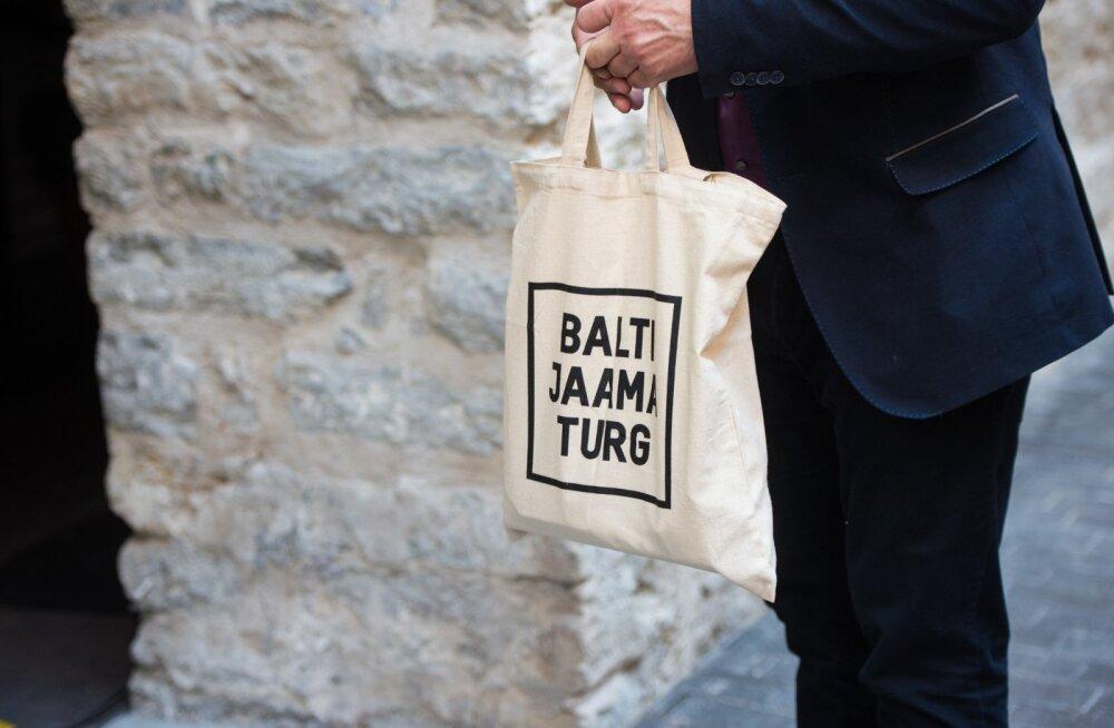 Balti Jaama avamisele kogunenud huvilised