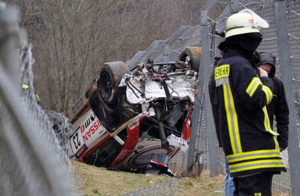 VIDEO: Kuulsal Nürburgringil tappis rajalt välja lennanud auto pealtvaataja