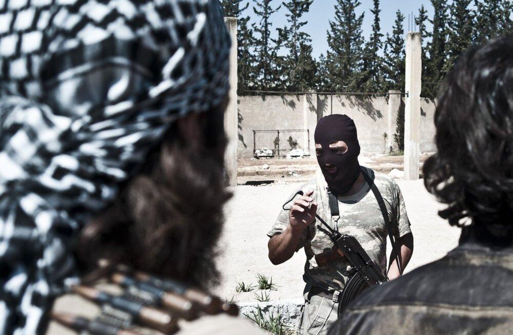 Sunniitlik võitlusgrupp Mujahideen Army treenib ISISe vastu võitlemiseks.