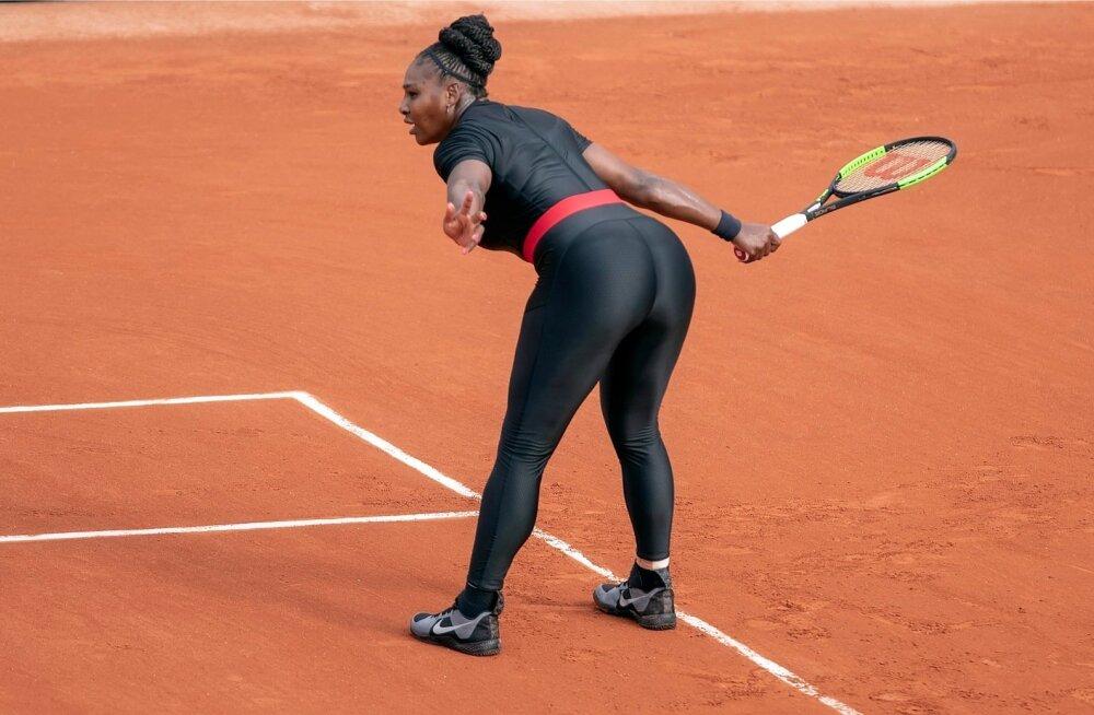 Serena Williams tuli Prantsusmaa lahtistel väljakule mustas trikoos.