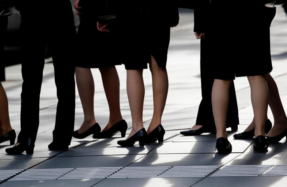 Jaapani minister: naistelt töö juures kõrgete kontsade nõudmine on vajalik