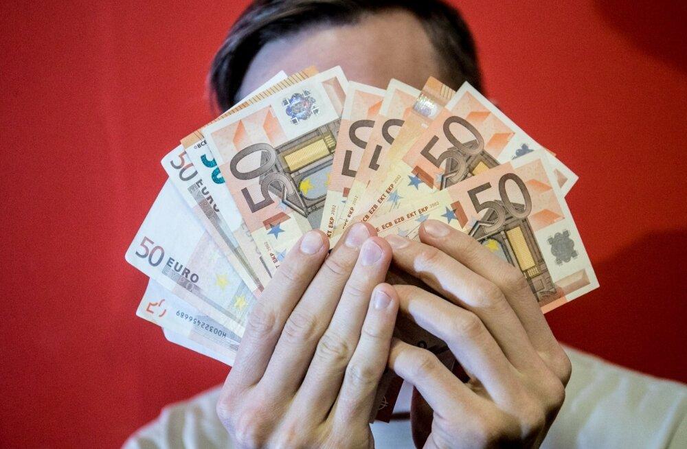Inimesed, kelle sissetulek on riigi keskmisest vaid pool, ei saa endale põhivajadustest rohkemat lubada