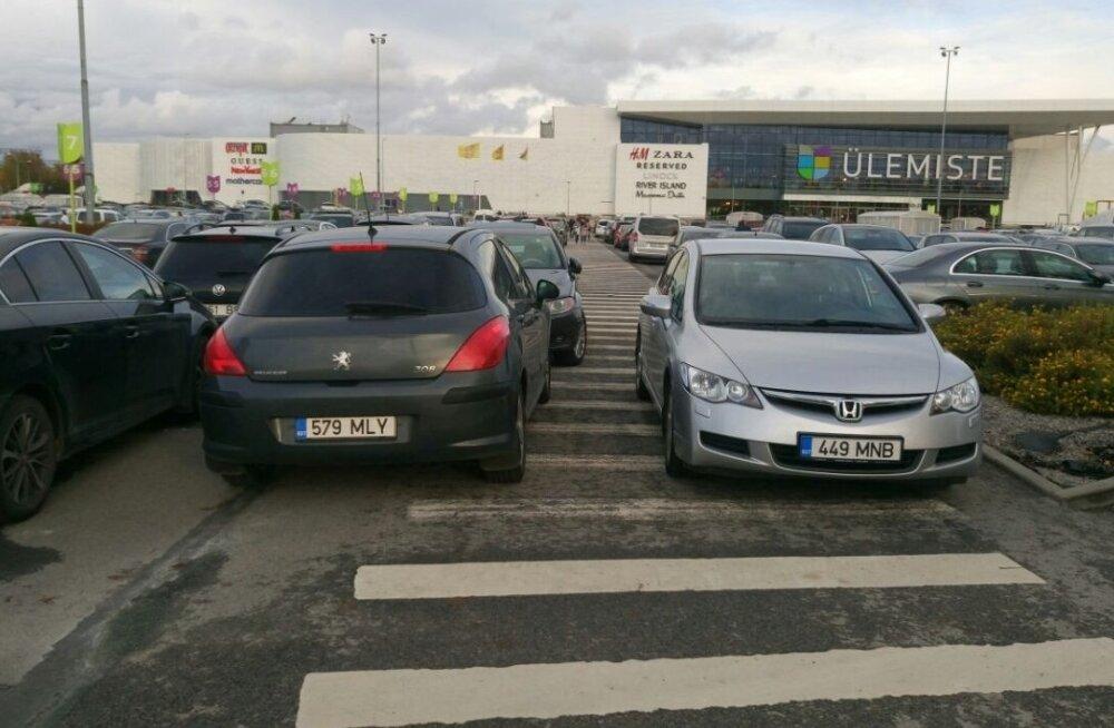 LUGEJA FOTO | Parkimine Ülemiste keskuse parklas jalakäijatele ruumi ei jäta