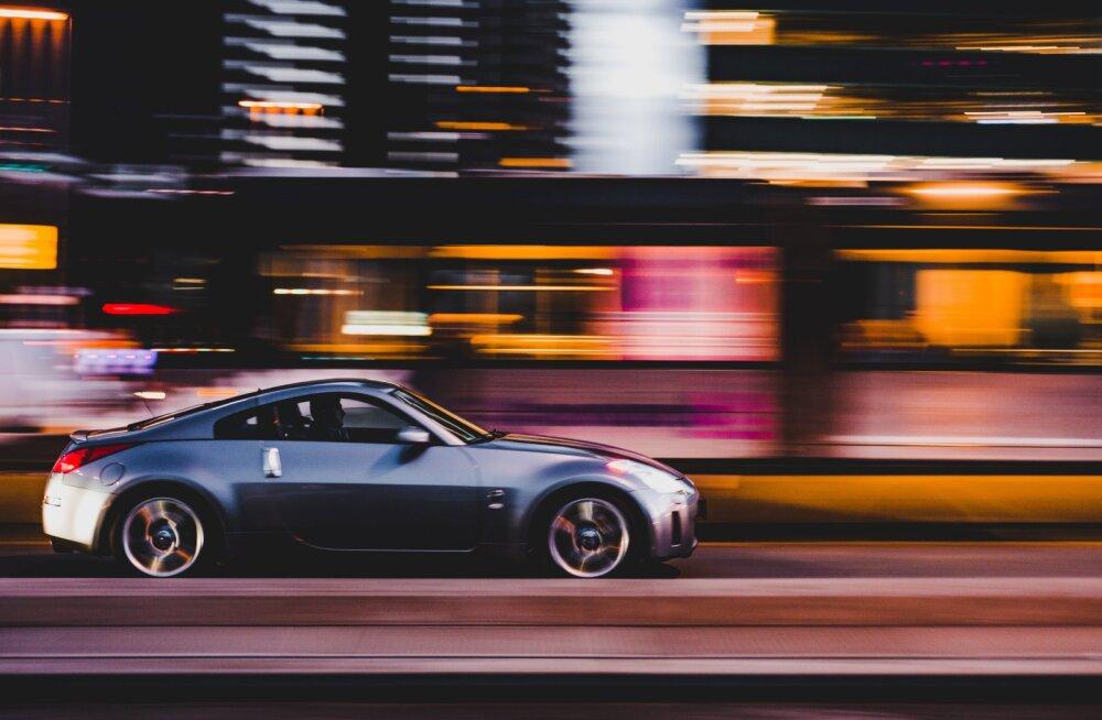 Ehmatav, ent tõsi: mida kiiremini sõidad, seda piiratum on roolis su nägemisväli