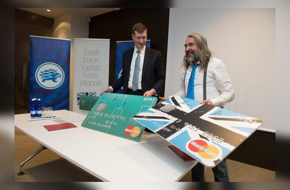 Harukordne vaatepilt: Aivar Pohlak kandis Eesti jalgpallikoondise ja LHV koostööleppe allkirjastamisel lipsu!