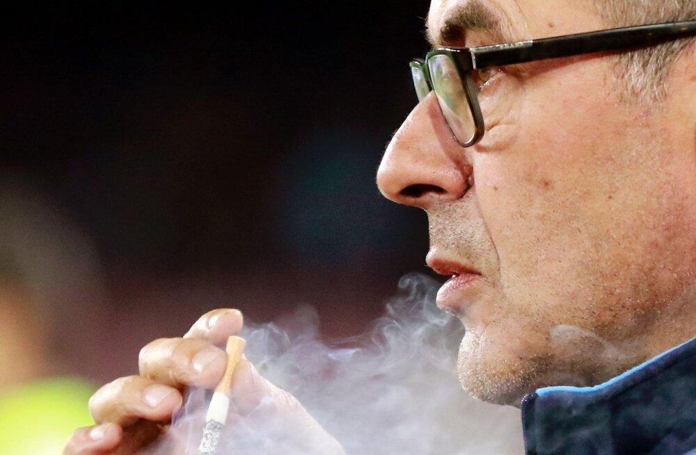 Juventuse bossid on marus: kopsupõletikku põdev peatreener ei lõpeta ahelsuitsetamist