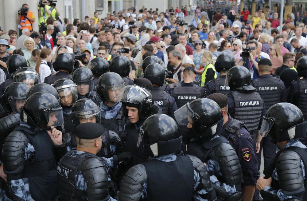 VIDEOD | Rahvamass tuli Moskva tänavatele nõudma õiglasi valimisi: üle tuhande inimese peeti kinni