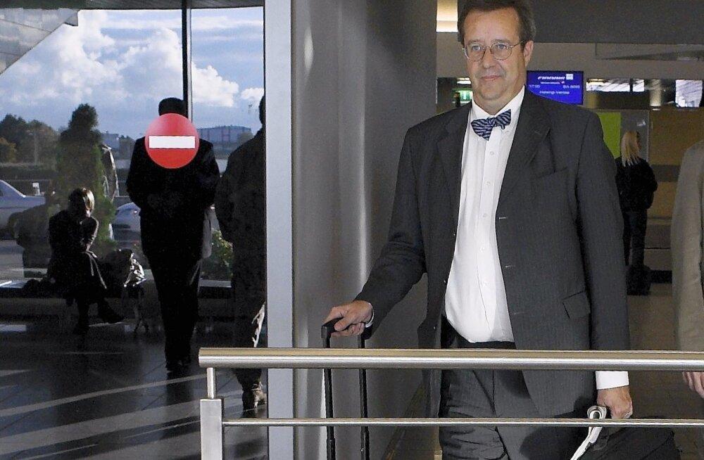 Toomas Hendrik Ilves lennujaamas