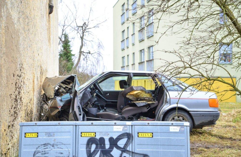Kui liikluskindlustuse leping on sõlmimata ja selle sõidukiga põhjustatakse kahju, siis kannatanule hüvitab kahju LKF või viimase lepingu kindlustusandja.