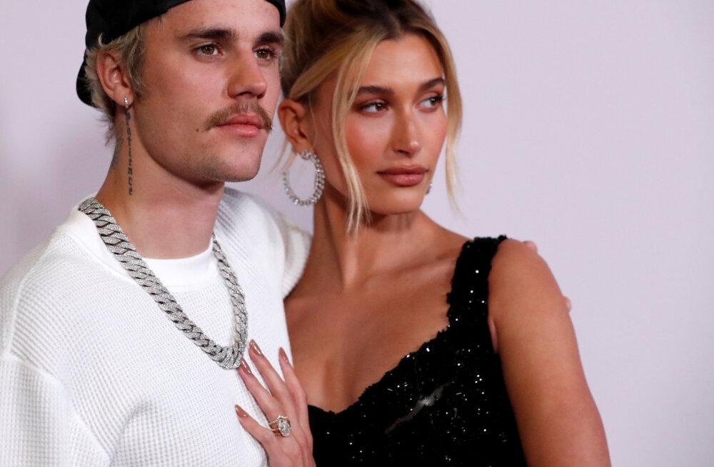 KUUM KLÕPS | Justin Bieberi abikaasa Hailey naudib karantiinis viibides saunamõnusid