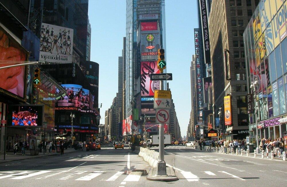 Mõnus meelelahutus: sõida virtuaalselt autoga maailmakuulsates suurlinnades nagu Barcelona, Havana, New York, Pariis jt