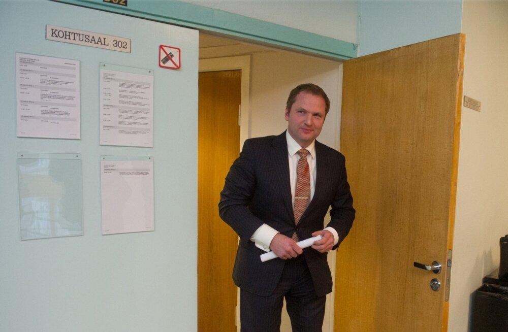 Anders Tsahkna on kogenud kohtuskäija, 2010. aastal esitas kapo Tsahknale süüdistuse mõjuvõimuga kauplemises, pistise nõudmises ning dokumendi võltsimises.
