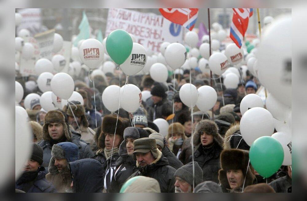 """ФОТО: В Москве стартовало шествие оппозиции """"За честные выборы"""""""