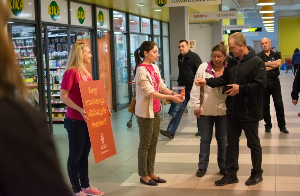 Vähiravifond Kingitud Elu kogub annetusi kaubanduskeskustes ja eri üritustel.