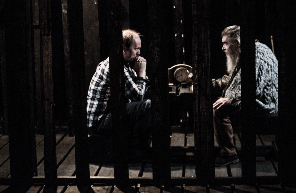 """Kaks meest """"Puumehe"""" sees. Mõlemad sellistes rollides esimest korda – Rene Liivamägi teeb oma esimest lavastust ja Margus Mikomägi, selles eas, esimest rolli."""