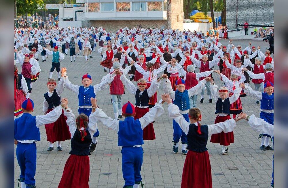 Teatetantsijad keerutavad läbi tuhat kilomeetrit Eesti teid