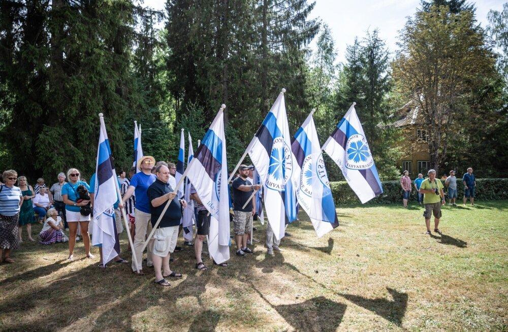 Lipukandjad kippusid marssima enne, kui märguanne seda ette nägi, ent entusiasmita ei sünniks ühtki korralikku festivali.