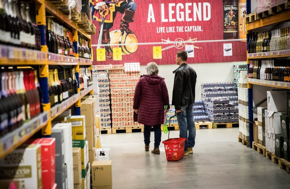 Odava alkoholi legendi lõpp. Sadama lähedal asuva SuperAlko vahekäigud olid paremal ajal kliente täis, aga pärast aktsiisitõusu on ostjaid hõredalt.