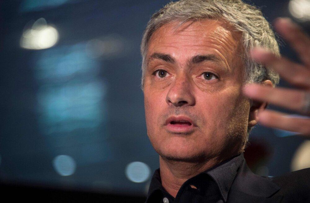 Jose Mourinho: Manchester City suudaks isegi varumeestega Premier League'i võita