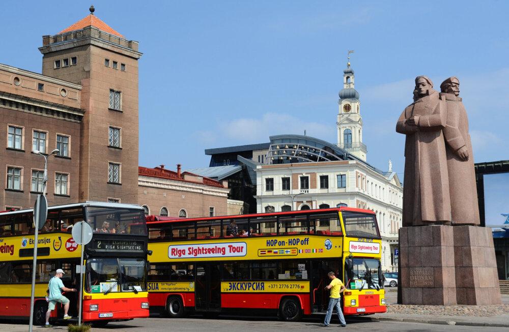Латвия: большого потока туристов из Эстонии пока нет