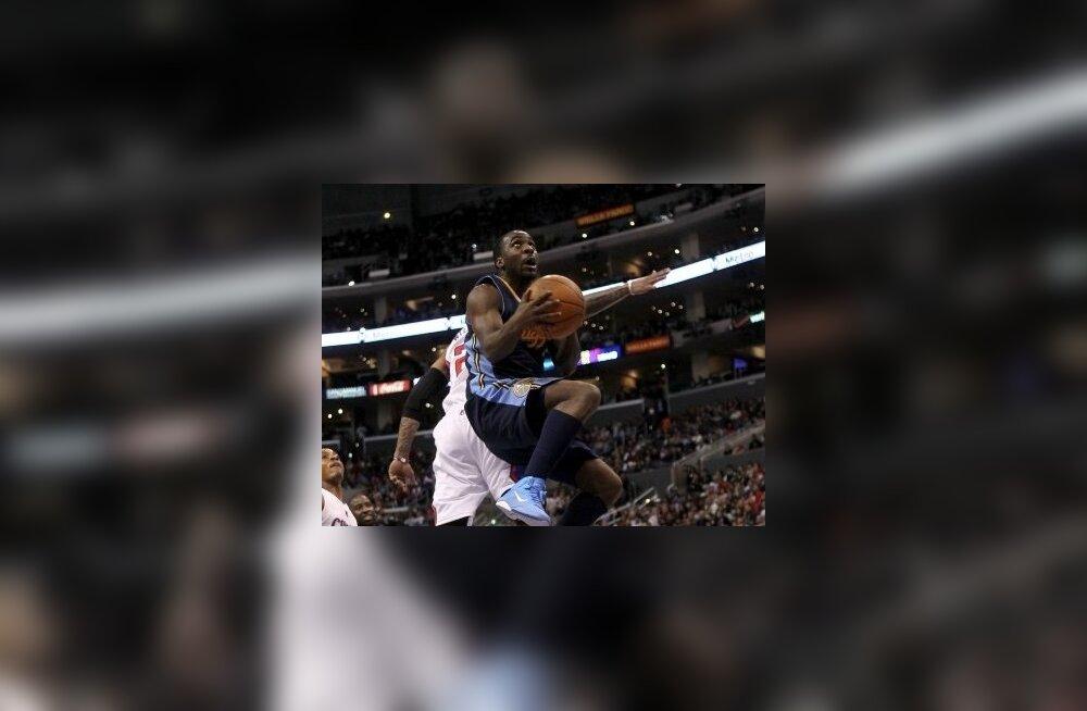 Ty Lawson korvi ründamas, NBA, korvpall