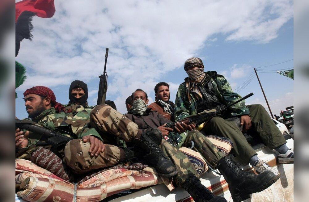 Liibüa mässajad paluvad Läänelt helikoptereid ja rakette