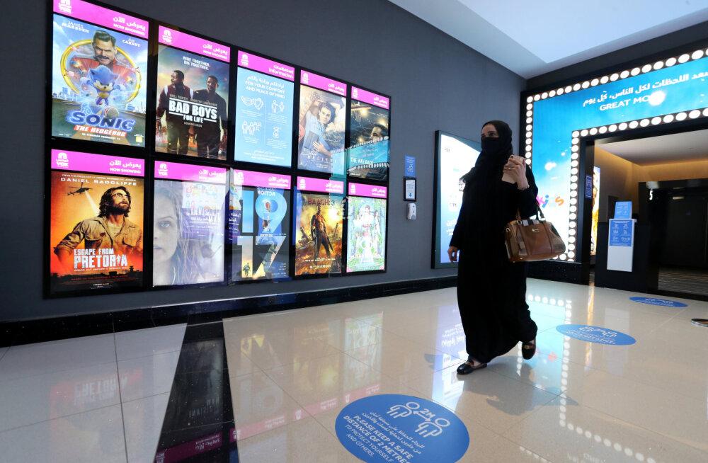 В Саудовской Аравии признали право женщины путешествовать и жить одной