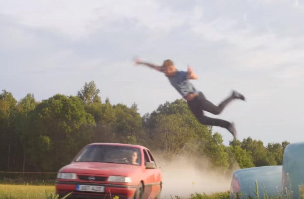 RAJU VIDEO | Lendav kirves ja tagaajamine Opel Vectraga! Eesti poisid tegid valmis lühikese kodumaise märulifilmi