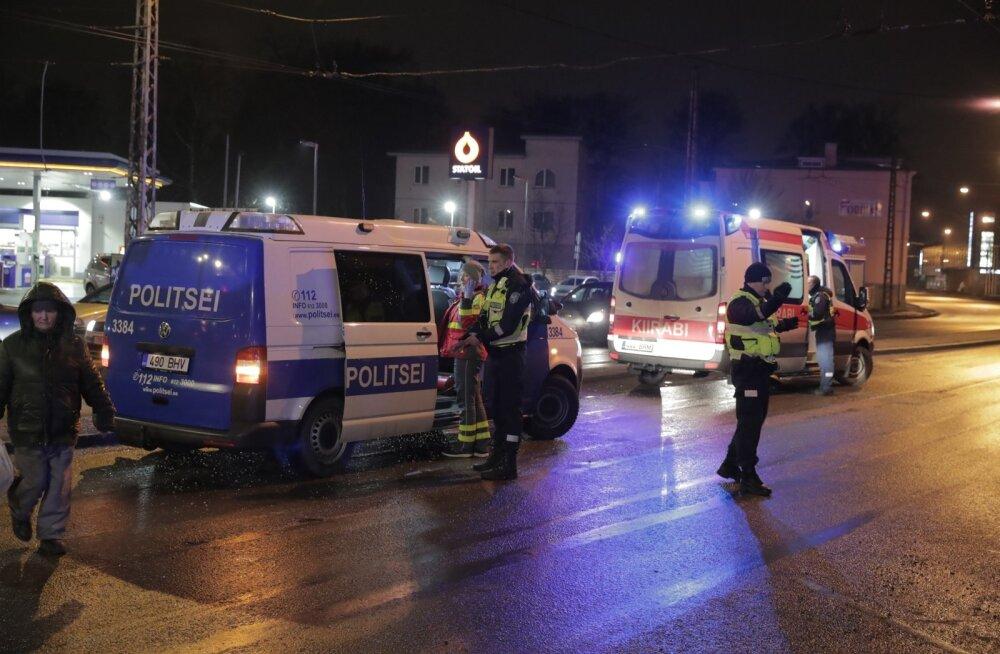 ФОТО: В Таллинне около торгового центра Кристийне произошла тяжелая авария, пострадали четверо