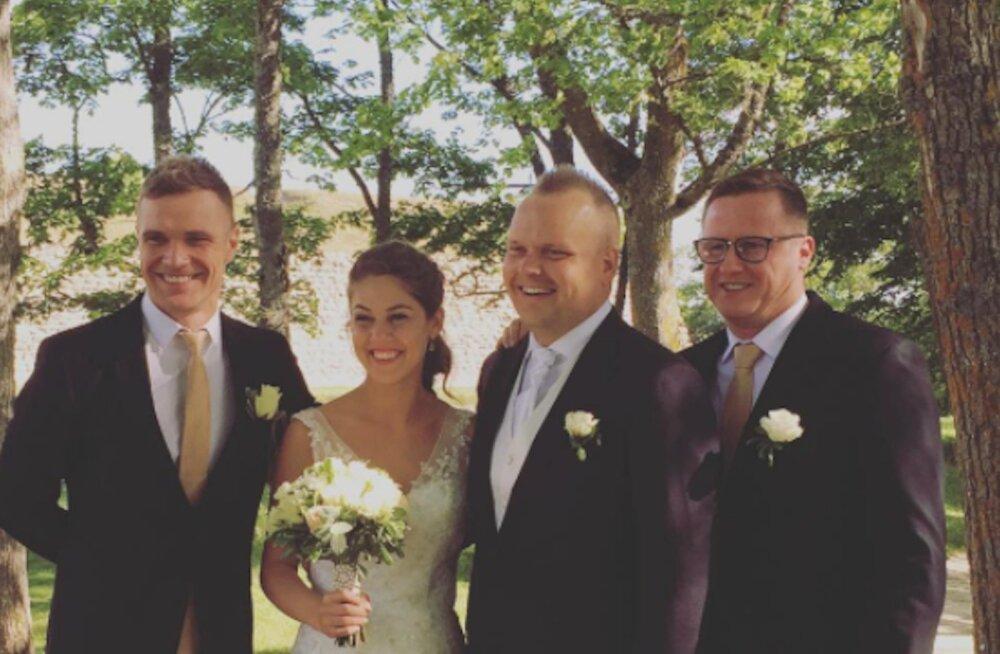 PÄEVA KLÕPS: Uudista pruutpaari! Millises kleidis säras Andres Puusepa kaunis kaasa?