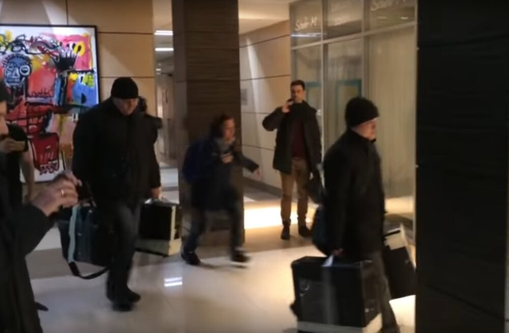 VIDEO: Navalnõi korruptsioonivastase fondi Moskva kontorist viidi minema tehnika