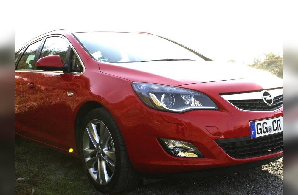 Opel Astra Sports Tourer on Eesti Aasta Auto 2011 universaalkerega versioon