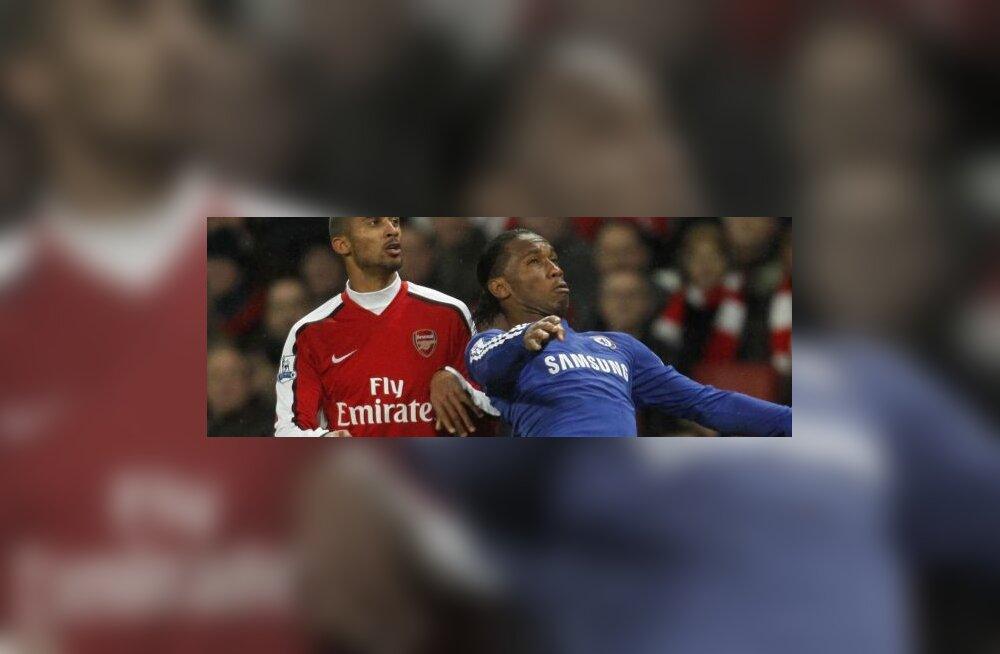 Arsenali Armand Traore ja Chelsea Didier Drogba