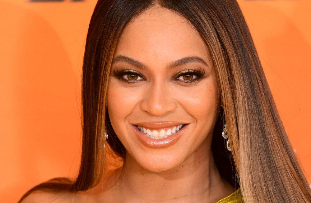 Korraldajad pidid Beyoncet anuma, et ta peale Kanye Westi skandaalset kommentaari peolt ei lahkuks