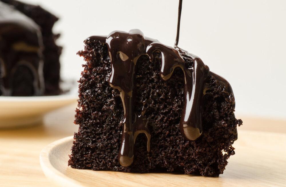 LIHTNE RETSEPT | Mahlakas šokolaadikook, mis valmib vaid 3 komponendi abil