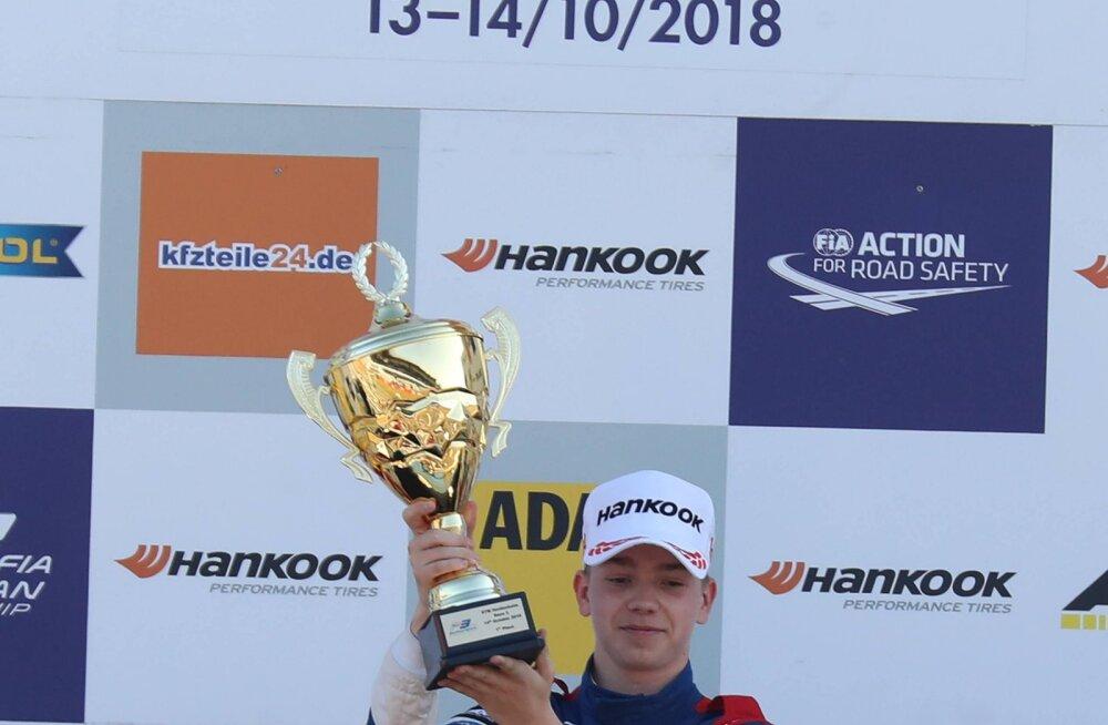Vipsi konkurent ja F3 sarja liider: tahan motosporti Venemaal populaarsemaks muuta