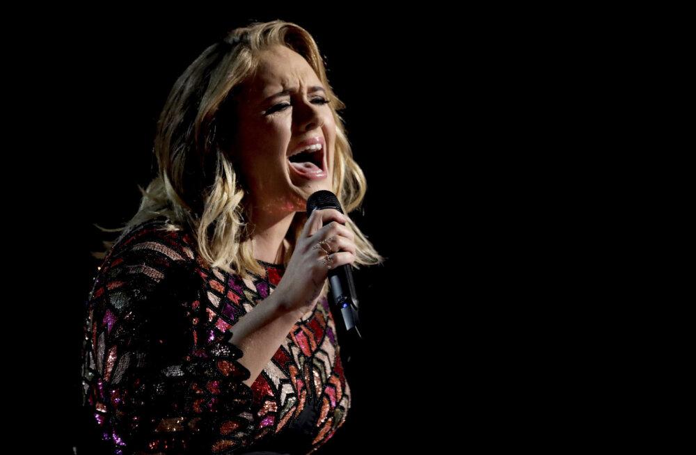 FÄNNID ŠOKIS: Armastatud laululind Adele teeb lavakarjääriga lõpparve?