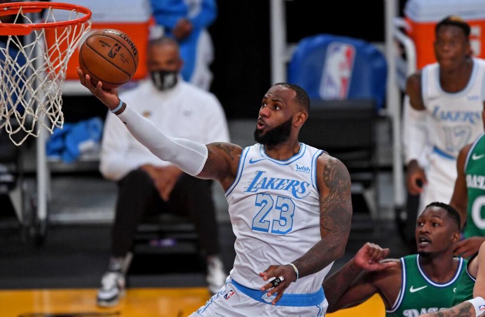 NBA jõulumängud: Lakers ei jätnud Mavericksile mingit võimalust, Irving ja Durant hiilgasid