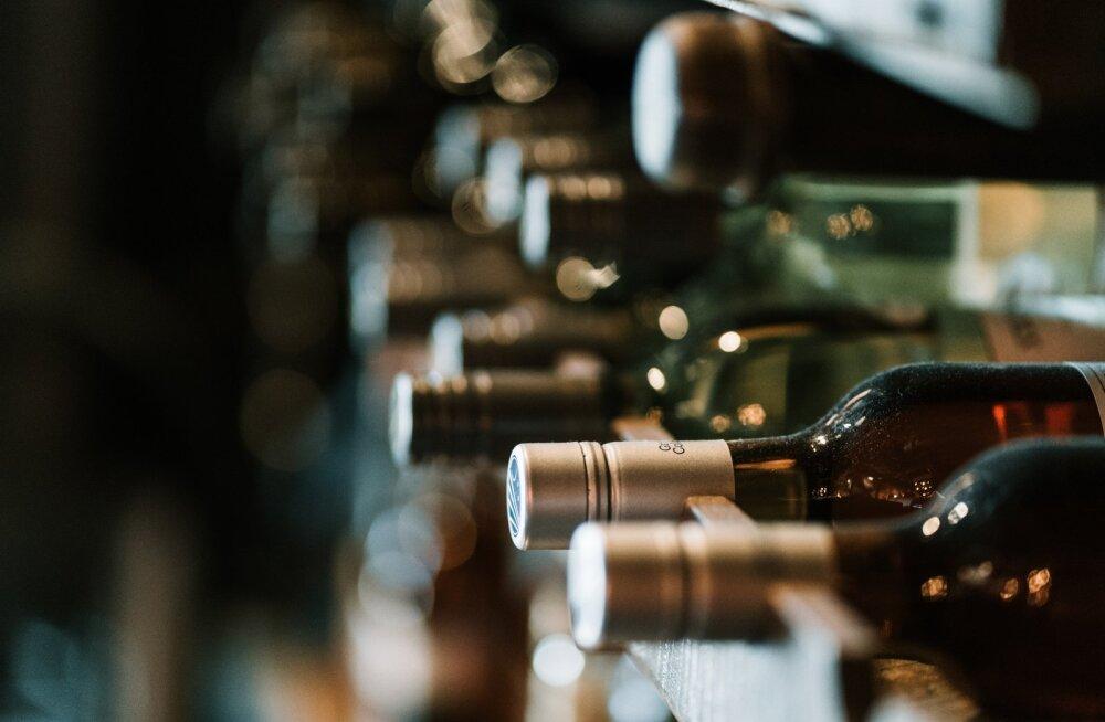 Kui tahad, et vein pudelis kaua joomiskõlbulik püsiks, hoia oma veinipudeleid NII