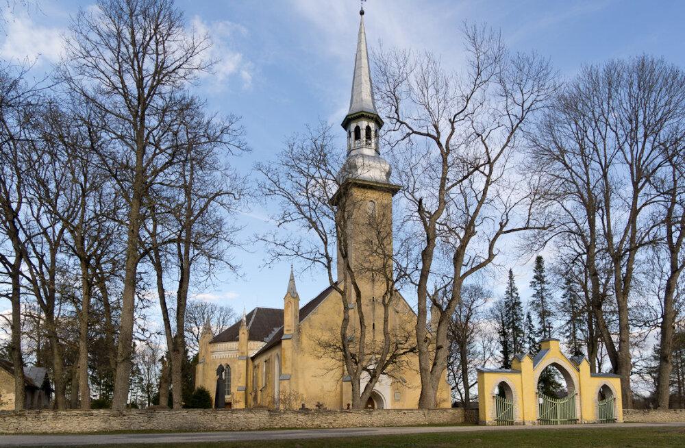 EESTI 100 AARET | Mine vaata Simuna kirikus, milline näeb välja üks vanemaid eestlasest orelimeistri kätetöid