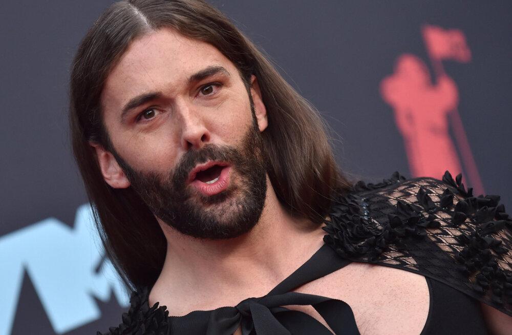 Героем обложки британского Cosmopolitan в январе станет бородатый мужчина в платье