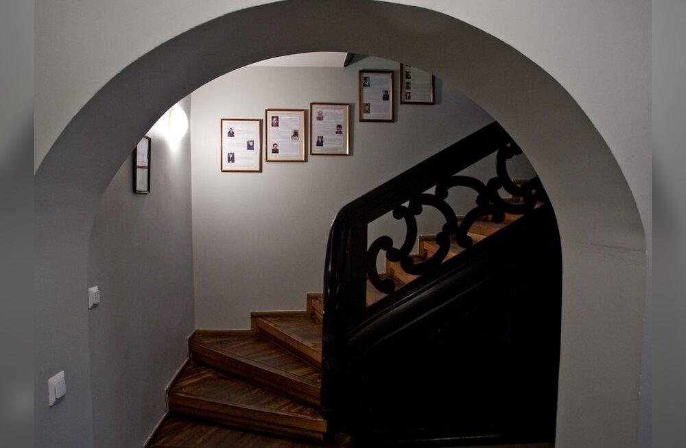 FOTOD: ringkäik eestiaegses Villa Jakobys, IRLi müükipandud peakontoris