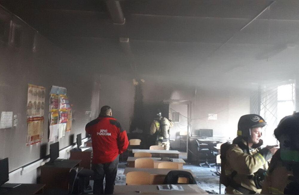 Venemaal Baškortostanis ründas õpilane koolis noaga kaaslasi ja õpetajat ning süütas klassiruumi