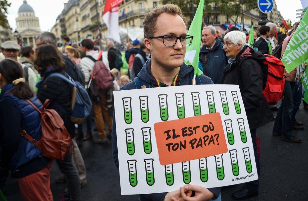 Pariisis avaldati meelt viljakusravi lubamise vastu üksikutele naistele ja lesbipaaridele